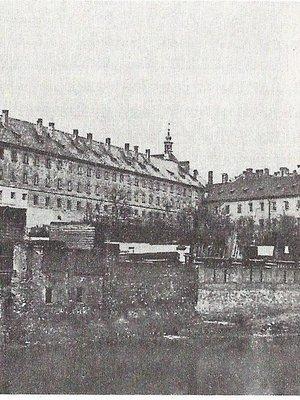 Trestnice - nevzhledná dominanta pravého břehu Vltavy