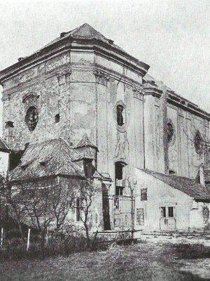 Kostel krátce před zbořením (Foto Eckert 1903)