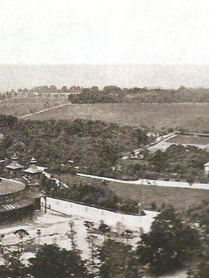 V pozadí vpravo usedlost Cikánka