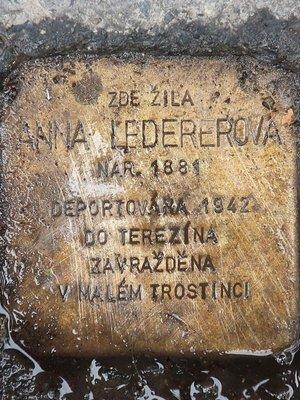 Kámen zmizelých byl osazen po rekonstrukci domu v roce 2020 (Foto M. Polák)