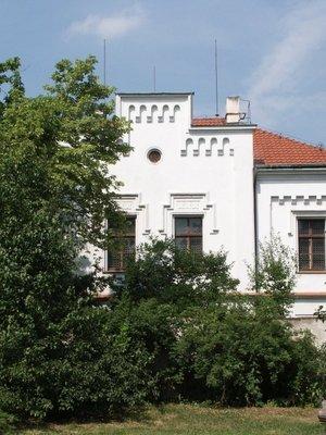 Kapitulní rezidence (Farní dům) v roce 2003 (Foto M. Polák)