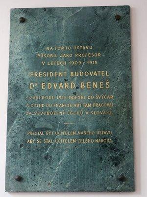 Deska věnovaná dr. Ed. Benešovi (Foto M. Polák, 2020)