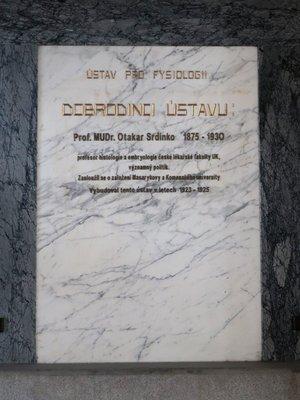 Pamětní deska Otakara Srdínka (Foto M.Polák, prosinec 2020)