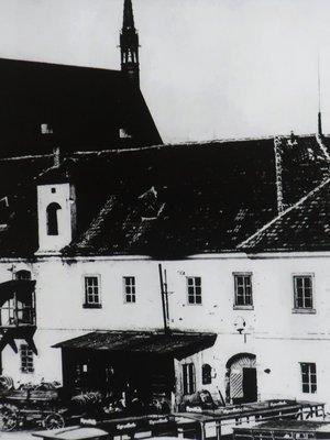 Vyšehradská zbrojnice na dobové fotografii