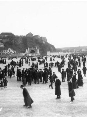 Bruslení na Vltavě pod Vyšehradem 1905. Foto Bruner-Dvořák. Zdroj MMP HNX 000 096