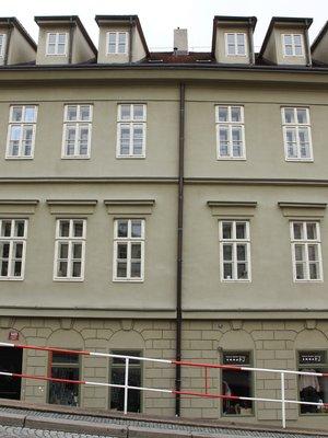 Průčelí domu čp. 489 do Kateřinské ulice (Foto M. Polák, 2021)